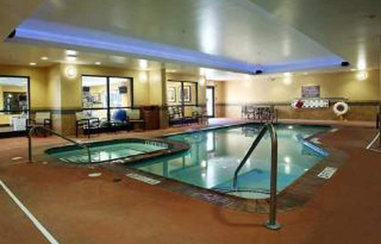 Comfort Suites City Centre - Pool - 5