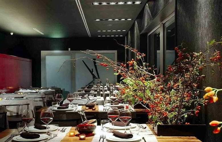 Black - Restaurant - 3