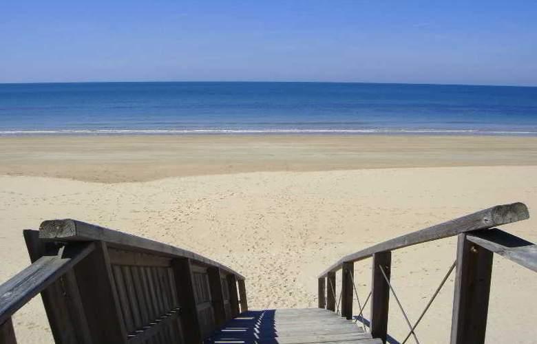 Sun & Life Costa Ballena - Beach - 18