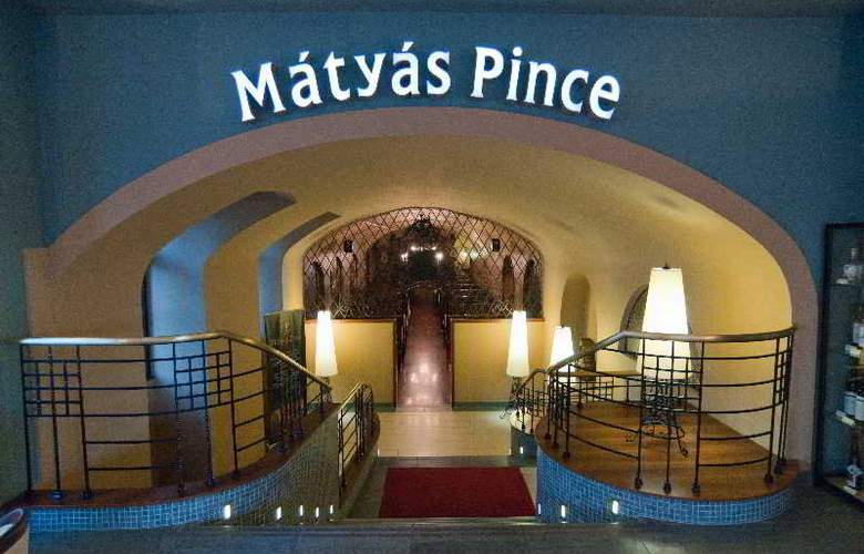 City Hotel Matyas - Restaurant - 11