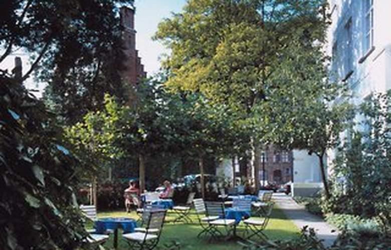 Hotel Navarra - Terrace - 5