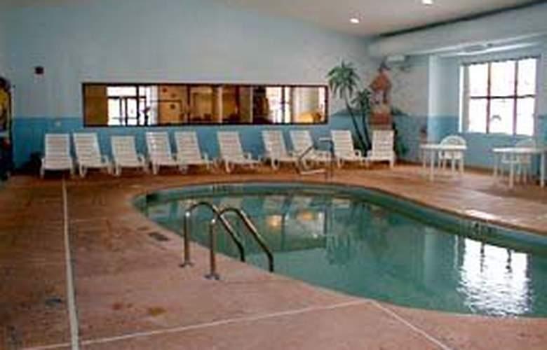 Quality Inn Airport - Pool - 4