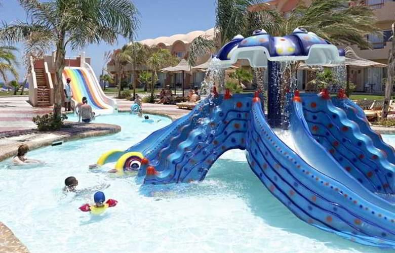 Three Corners Sea Beach Resort - Pool - 22