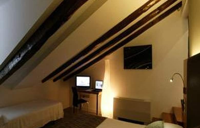 Hotel Petit Palace Plaza del Carmen - Room - 11