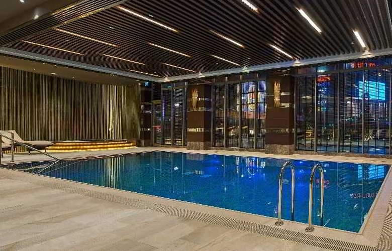 Hilton Istanbul Kozyatagi - Pool - 38