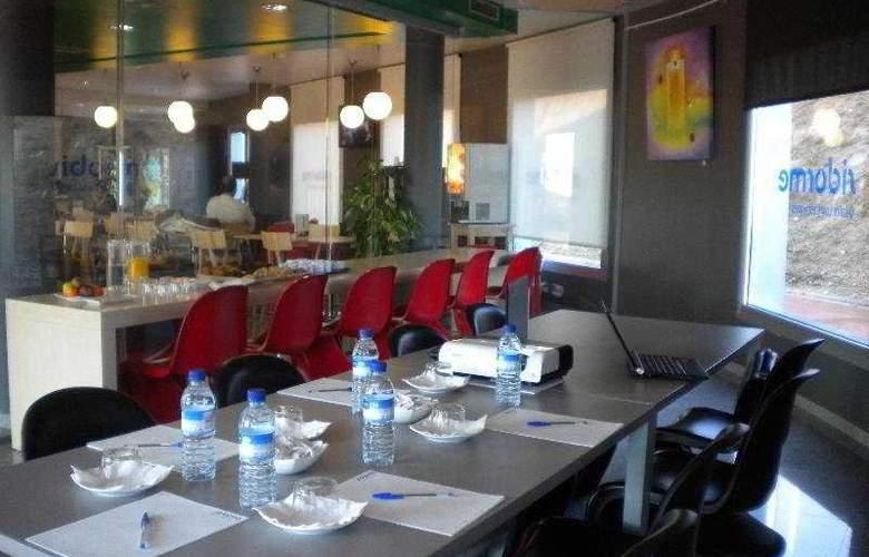 B&B Barcelona-Granollers - Restaurant - 17