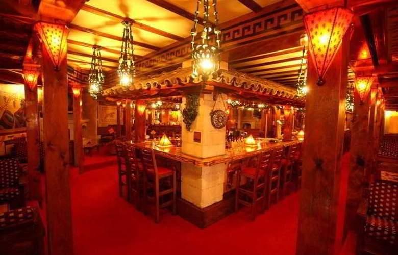 Roman Boutique Hotels - Bar - 10