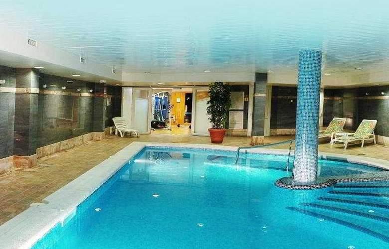 Obelisco - Pool - 4