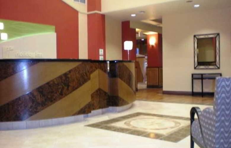Holiday Inn & Suites Bakersfield - General - 1