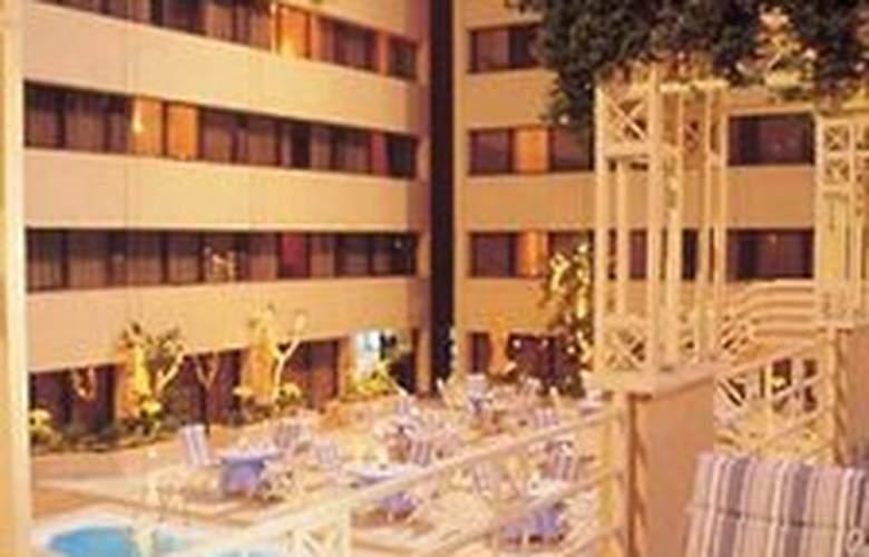 Le Meridien Heliopolis - Terrace - 1