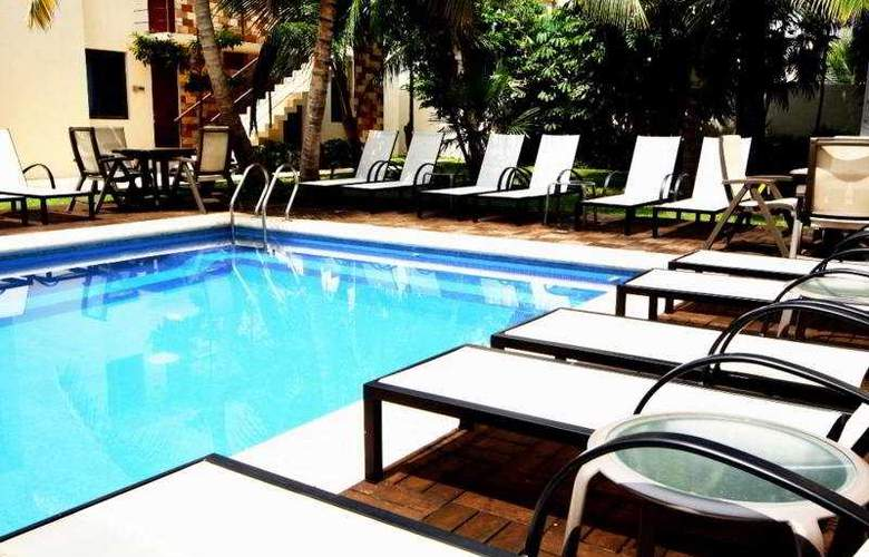 Grand City Hotel - Pool - 4