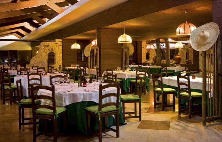 Catalonia Bávaro Beach, Golf & Casino Resort - Restaurant - 17