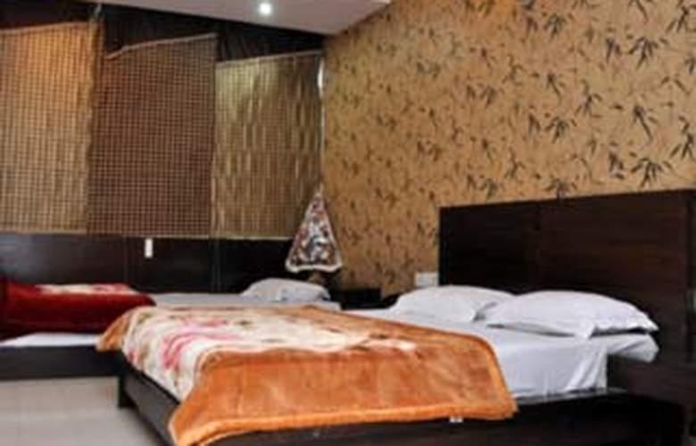 Aira Xing - Room - 5