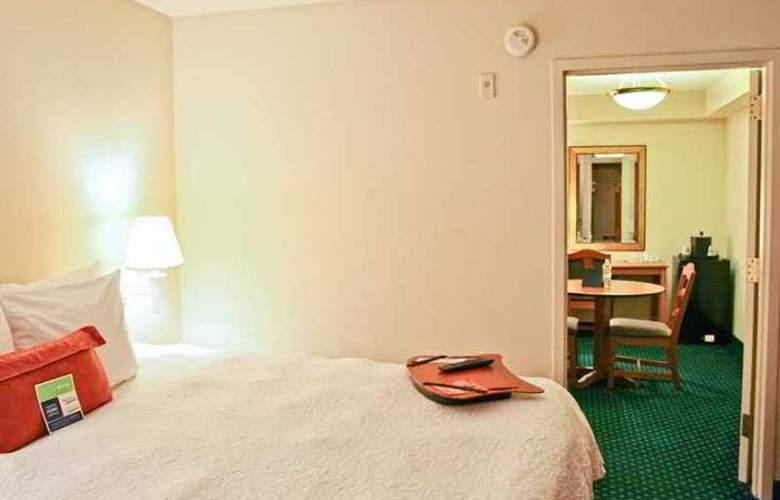 Hampton Inn Pensacola-Airport (Cordova Mall) - Hotel - 8