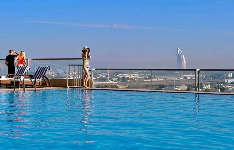Two Seasons Hotel & Apartments Dubai - Pool - 2