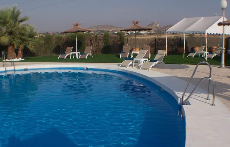 Avent Verahotel - Pool - 3