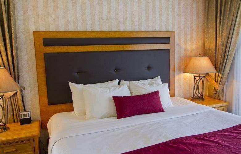 Best Western Plus Inner Harbour - Room - 43