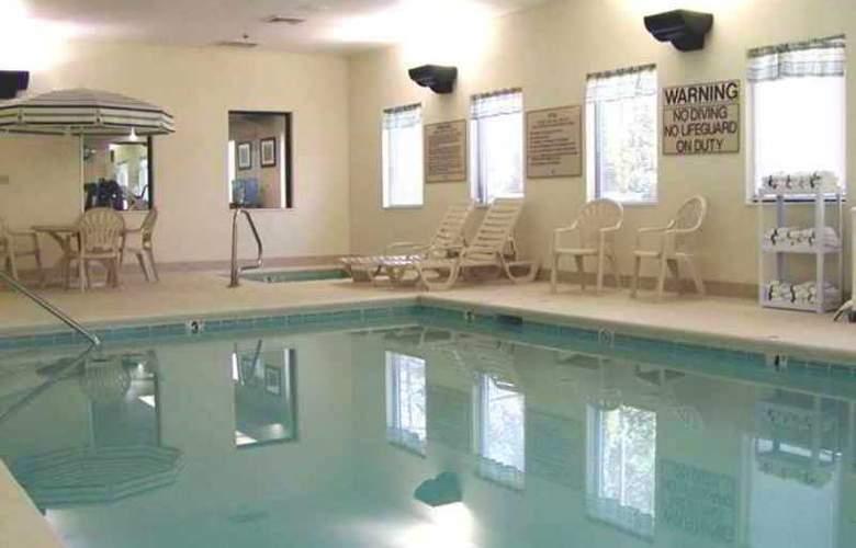 Hampton Inn & Suites Cleveland Airport Middleburg - Hotel - 4