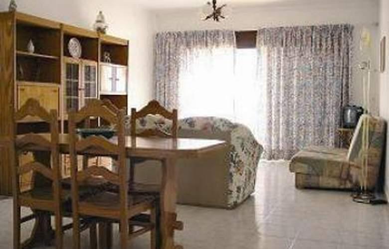 Apartamentos Maralvor - Room - 1