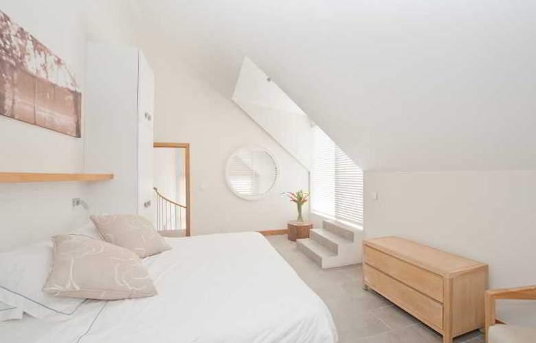 Cape Bay Luxury Beach Apartments By BARNES - Room - 10