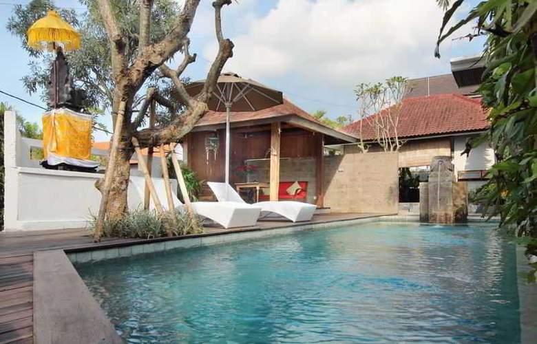 Berawa Beach Residence by Premier Hospitality Asia - Pool - 11