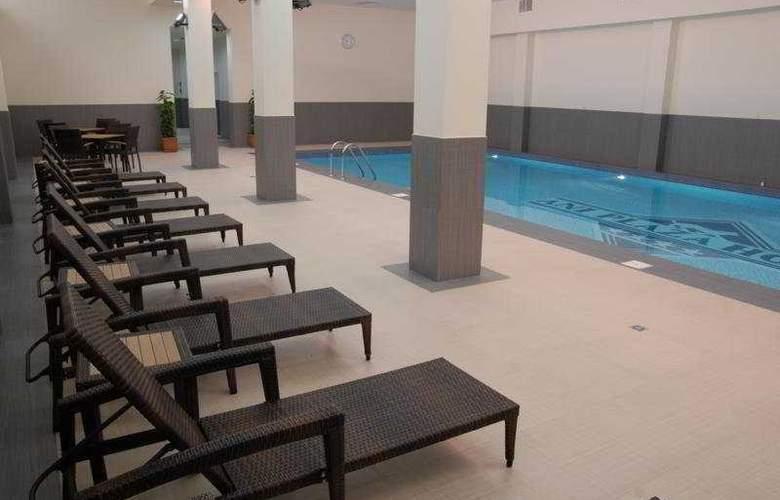 Ani Plaza Hotel - Pool - 5