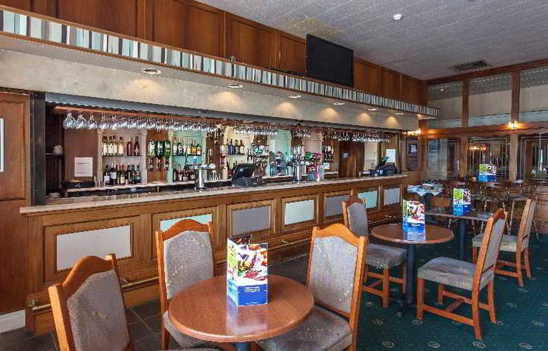 Russ Hill Hotel - Bar - 3