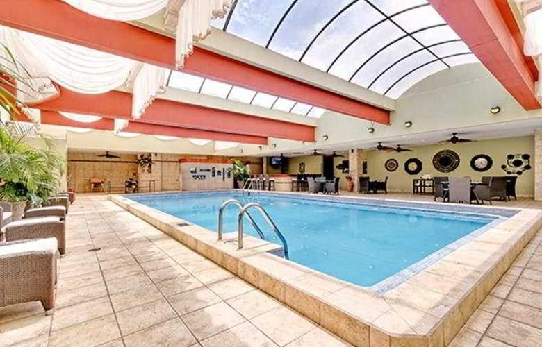 Holiday Inn San José Aurola - Pool - 5
