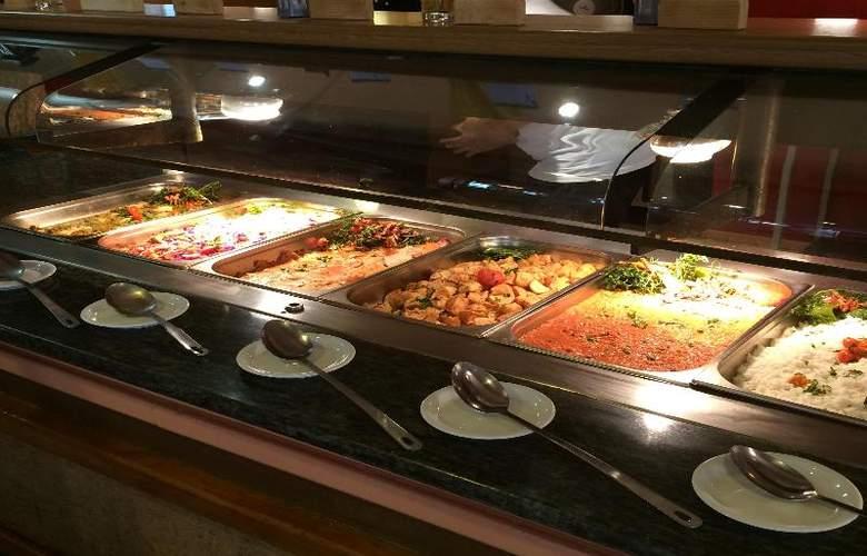 The San Anton - Restaurant - 22