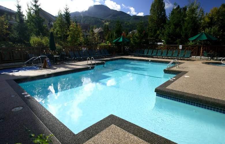 Delta Whistler Village Suites - Pool - 11