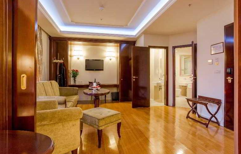President Solin - Room - 4