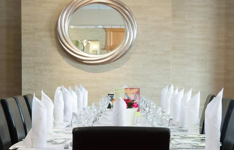 The Monterey - Restaurant - 33