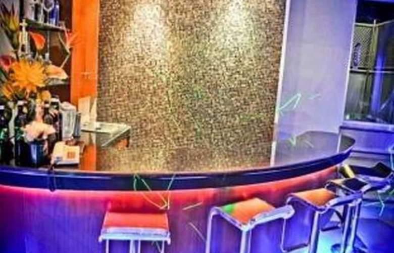 Tri-Place Hotel Quezon - Bar - 3