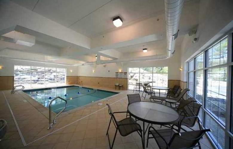 Hampton Inn & Suites Berkshires Lenox - Hotel - 4
