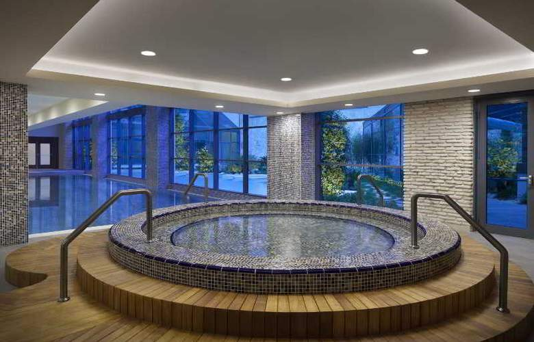 Radisson Blu Hotel & Spa Istanbul Tuzla - Pool - 12
