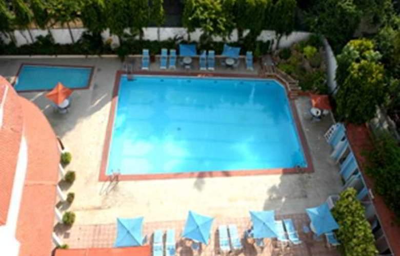Ambassador Pallava - Pool - 5