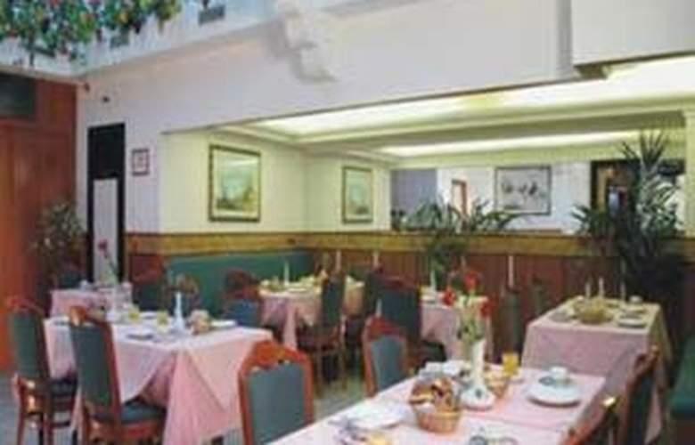 Flower Garden - Restaurant - 0