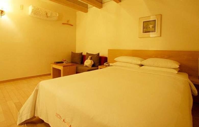 Ana - Room - 8