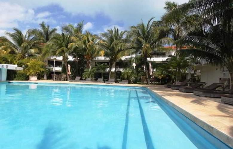 Sina Suites - Pool - 17