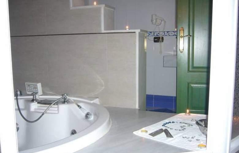 Mitra - Room - 8