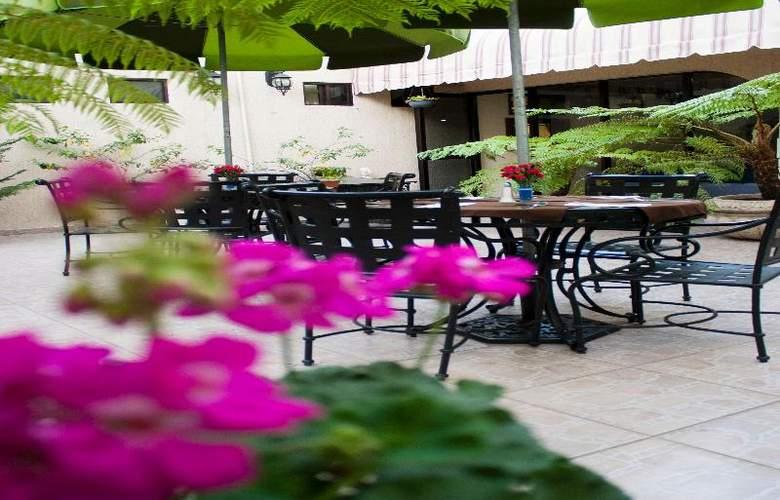 Casino Plaza Guadalajara - Terrace - 18
