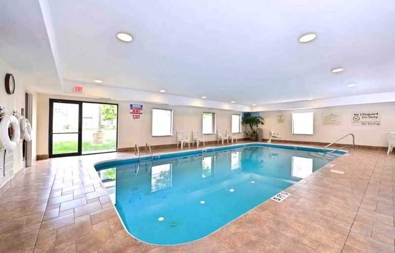Hampton Inn & Suites Dayton-Vandalia - Pool - 0