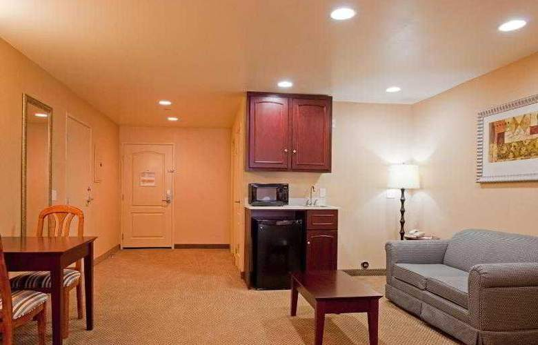 Holiday Inn Express and Suites LAX - Hawthorne - Room - 19