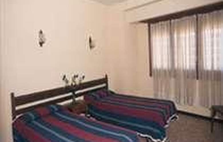 Montserrat - Room - 1