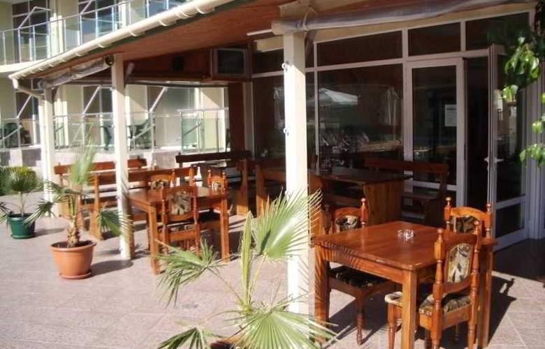 Sunny Holiday Aparthotel - Terrace - 10