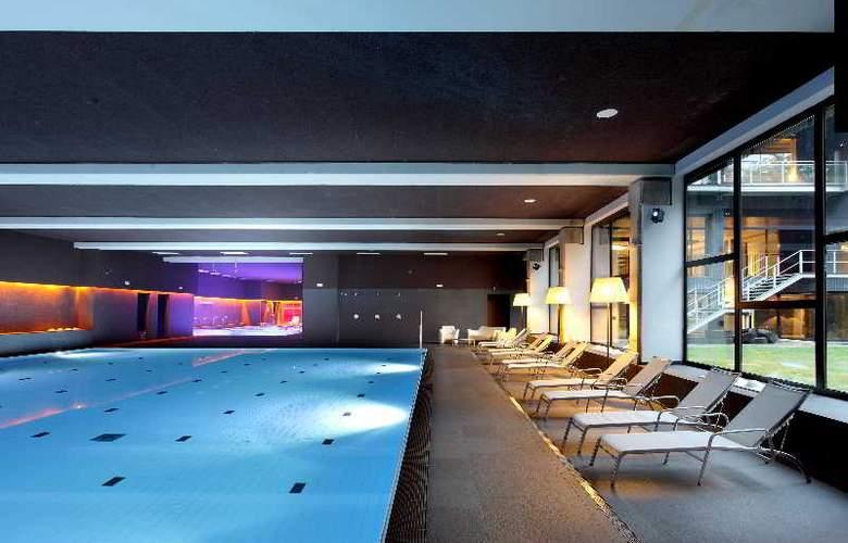 Occidental Bilbao - Pool - 33