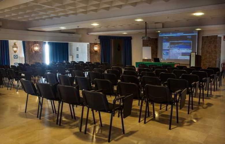 Eden Roc - Conference - 8