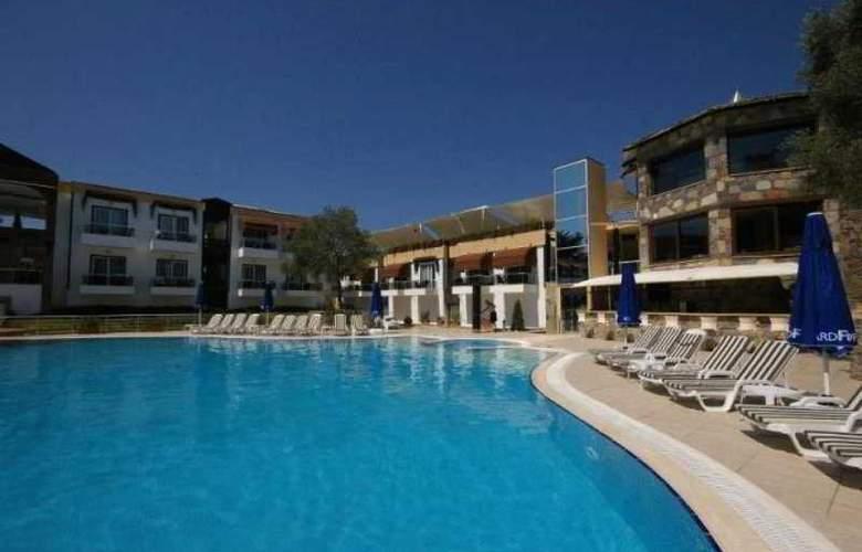 Risa Hotel - Pool - 3
