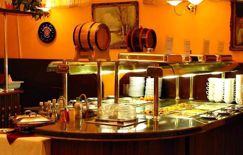 Lucky - Restaurant - 11