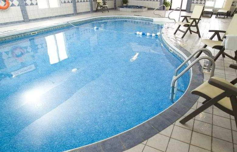Holiday Inn Express Halifax/Bedford - Pool - 3